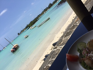 « THE » carnet d'adresses ENTREPRENEURSHIP & LIFESTYLE – Ma (caesar) salad les pieds dans l'eau à Grand Baie (Ile Maurice)
